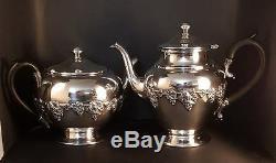 Antique Wm Rogers, Hamilton, Ontario #1047 Silver Plate Tea Pot & Coffee Pot Pai